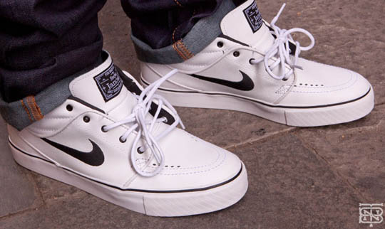stefan janoski mid in white